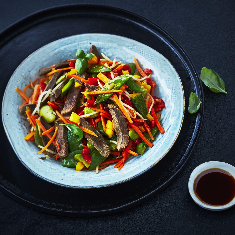 Wok de langue de bœuf aux légumes croquants