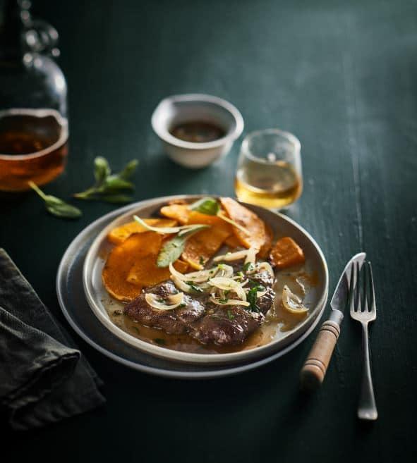Foie de génisse aux oignons et au cidre fermier, butternut rôtie